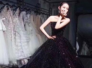 吉娜穿黑色大裙摆纱裙拍写真 气质优雅