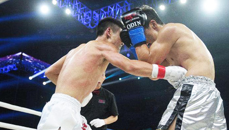 中国小将首登国际擂台将对手打得鼻血狂飙!