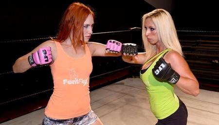 TNA美女一字马压制重现江湖 对手小腹受重压