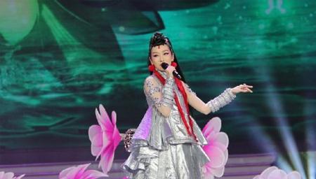 萨顶顶在韩国登台表演《万物生》,瞬间惊艳亚洲