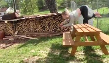 挪威女子喜欢四肢着地奔跑