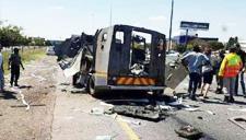 公路抢劫运钞车遭全程拍下