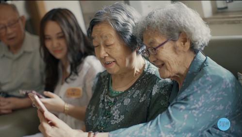 杭州一89岁奶奶卖房周游世界,玩微信、刷淘宝,活成18岁少女