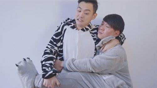 更上海|两个逗逼小伙相爱相杀成冠军,拒绝老郭被封相声界权志龙
