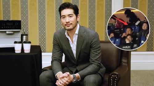 高以翔爸爸来北京看儿子生前客串的《囧妈》 坐影院后排很低调
