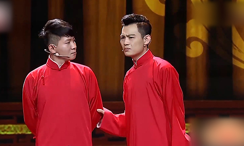 卢鑫张玉浩带来相声《咱不是腕儿》