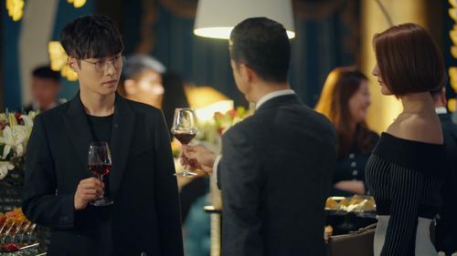 《黄金瞳》第34集精彩看点:庄睿拍卖会后,被中川搭话