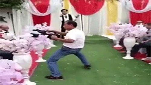 摄影技术是舞蹈老师教的,婚礼现场后果相当严重