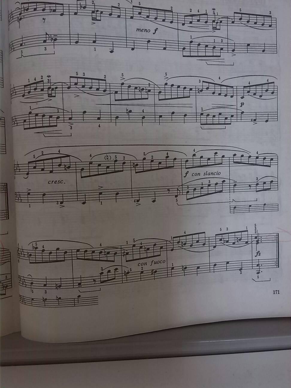 图中是钢琴八级曲巴赫的库朗特舞曲图片