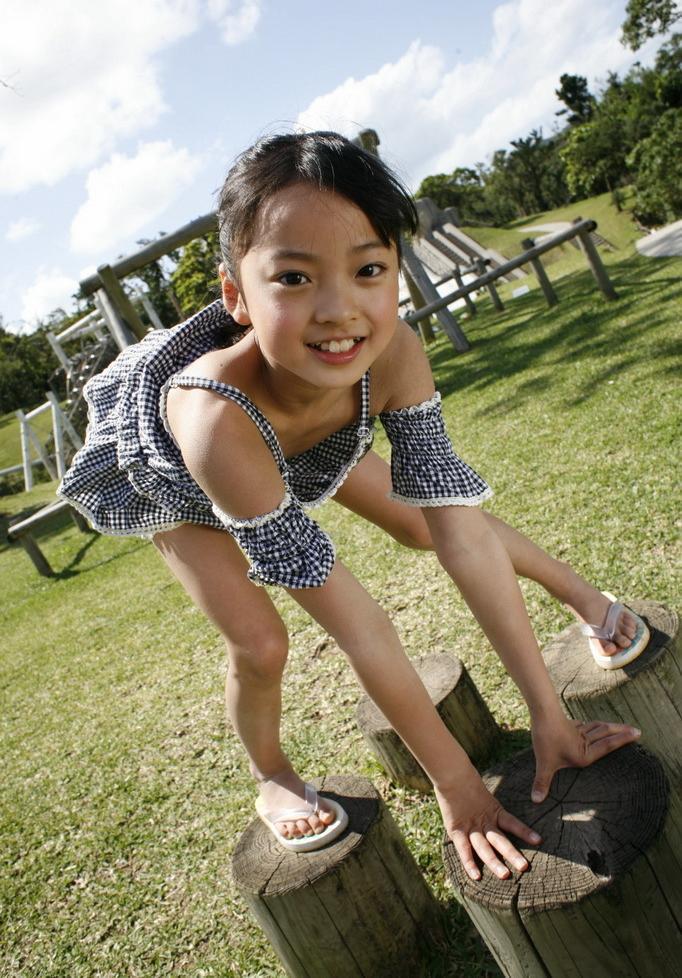 谁知道这个小女孩的名字?图片