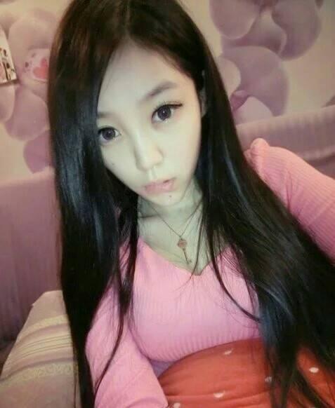 这位美女她叫什么名字?