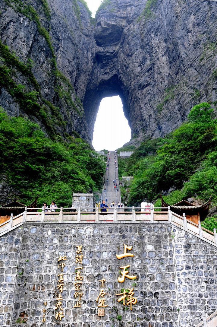 有玻璃隧道的旅游景点