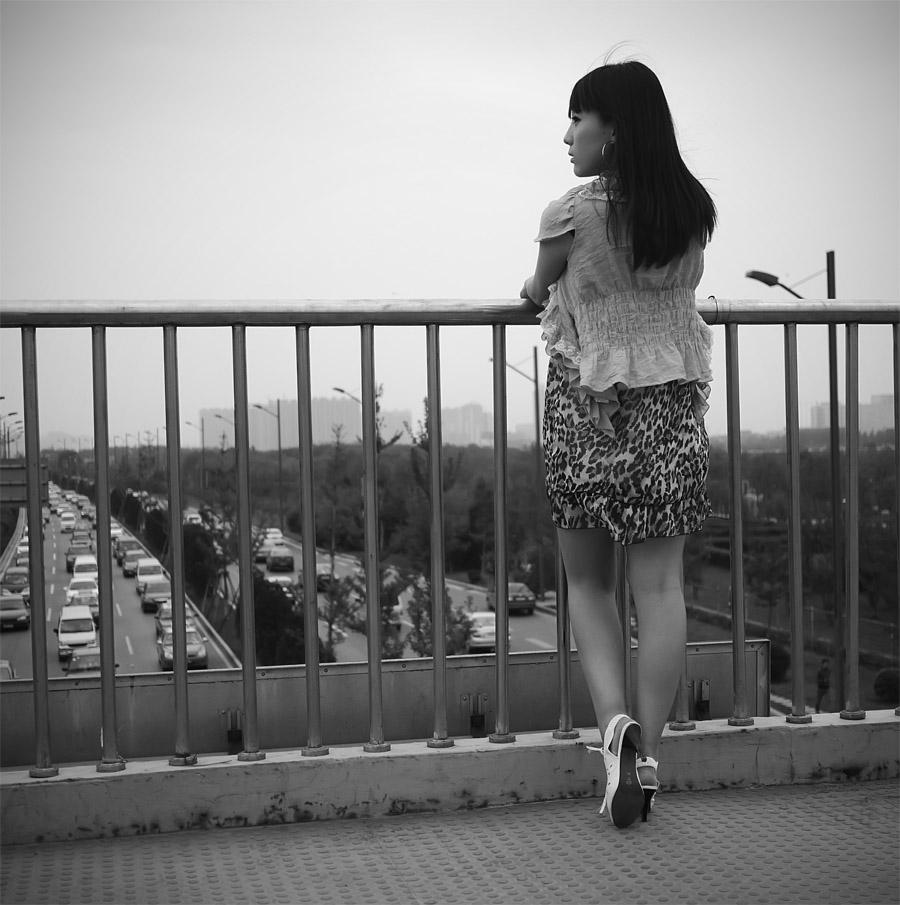 qq头像 伤感唯美女生-唯美黑白美女头像,黑白唯美图片