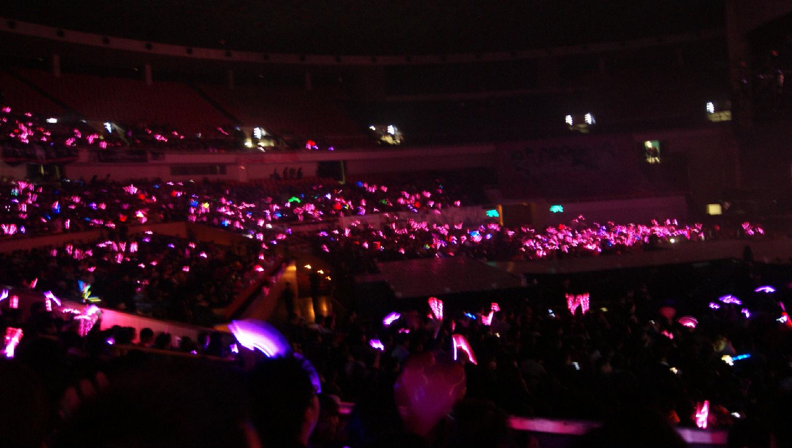 求少女时代上海演唱会的粉色海洋图