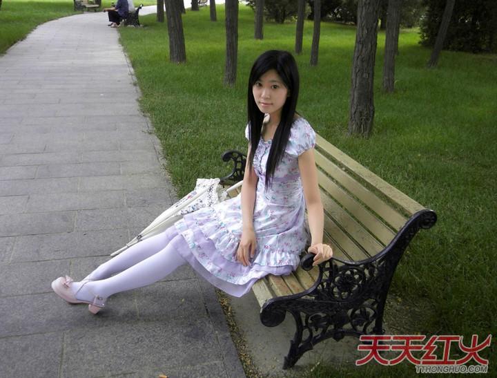 我要女生穿白袜脚的图!