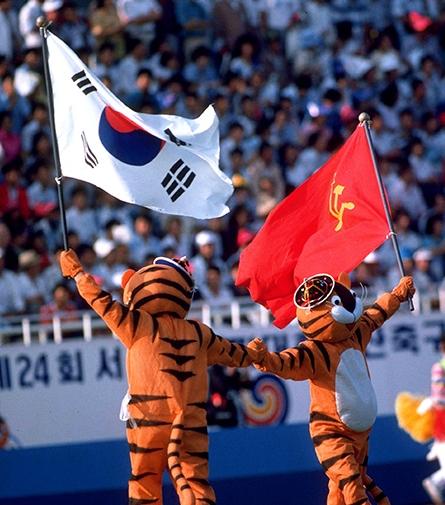 1988年奥运会汉城奥运会小老虎怎么举着党旗图片