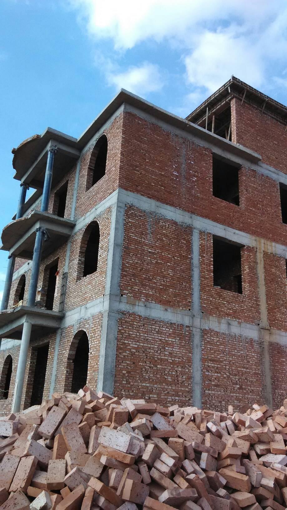 门柱小农村用了浅黄外墙砖该搭配颜色别墅和窗套好看?金亚花园别墅图片