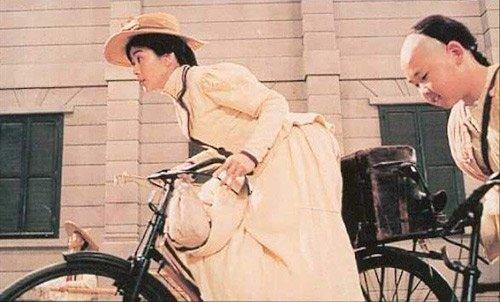 最后一名妻子莫桂兰于1982年于香港逝世.