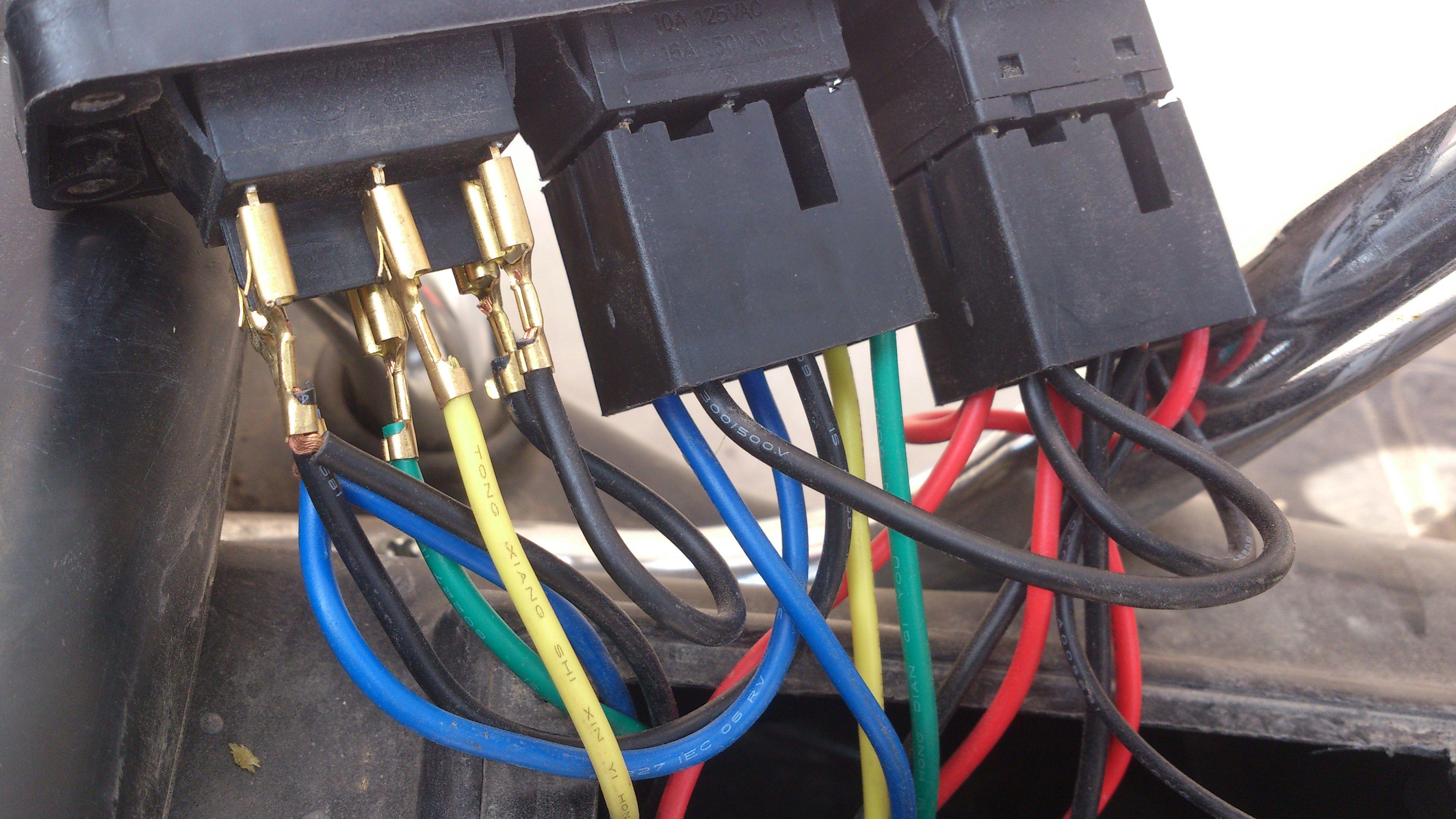 儿童电动车开关下面的线接法高清图片