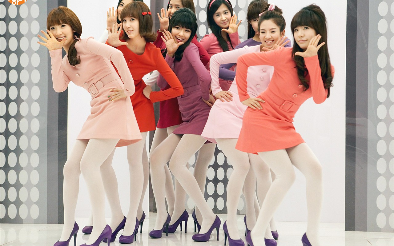 韩国美团少女时代穿高跟鞋和白色丝袜图片