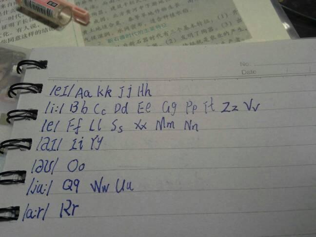 写出与所给字母含有相同因素的字母