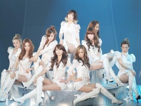 少女时代日本演唱会上穿的白色靴子哪有卖啊