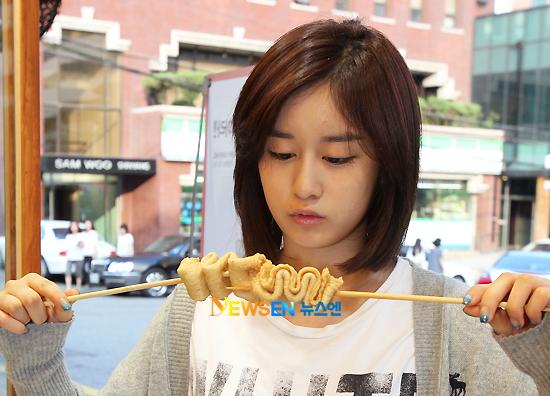 请问朴智妍的短发拉直了没有?有图图片