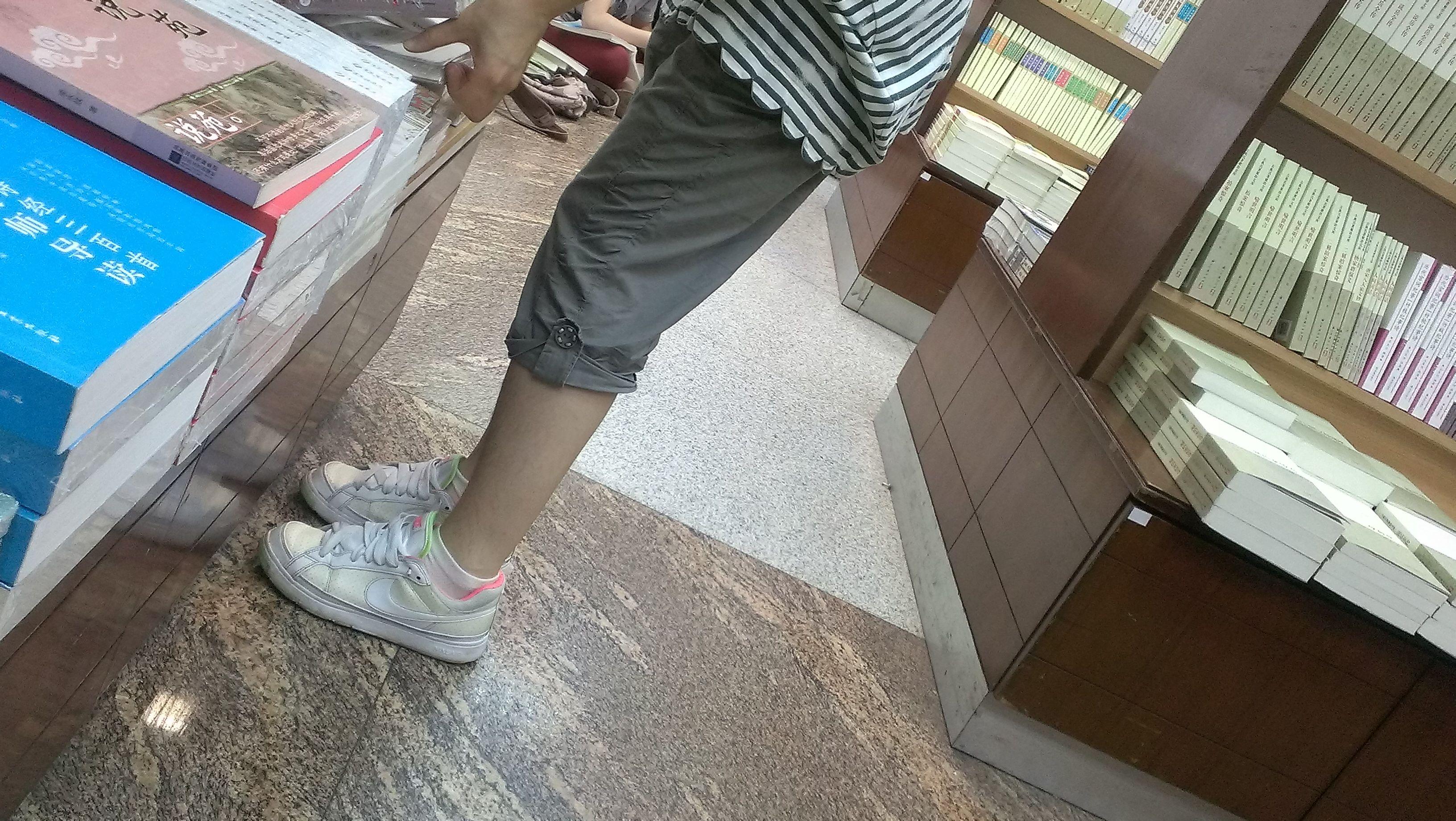 为什么还有女生选择板鞋+棉袜的组合