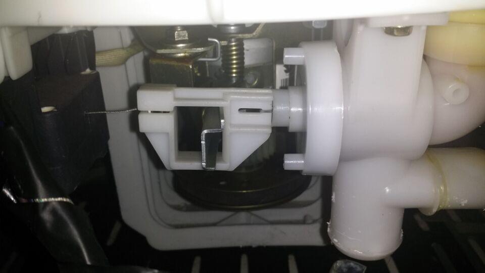 小天鹅洗衣机排水阀怎么拆?图片