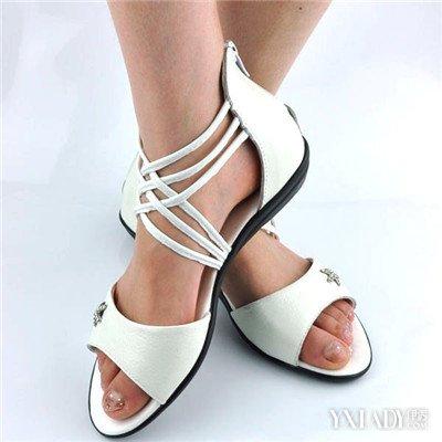 女生光脚靴子