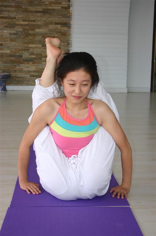 玩妹妹屄_18 2009-11-23 我妹妹新中学毕业,想学习瑜伽以后做教练,请问瑜伽