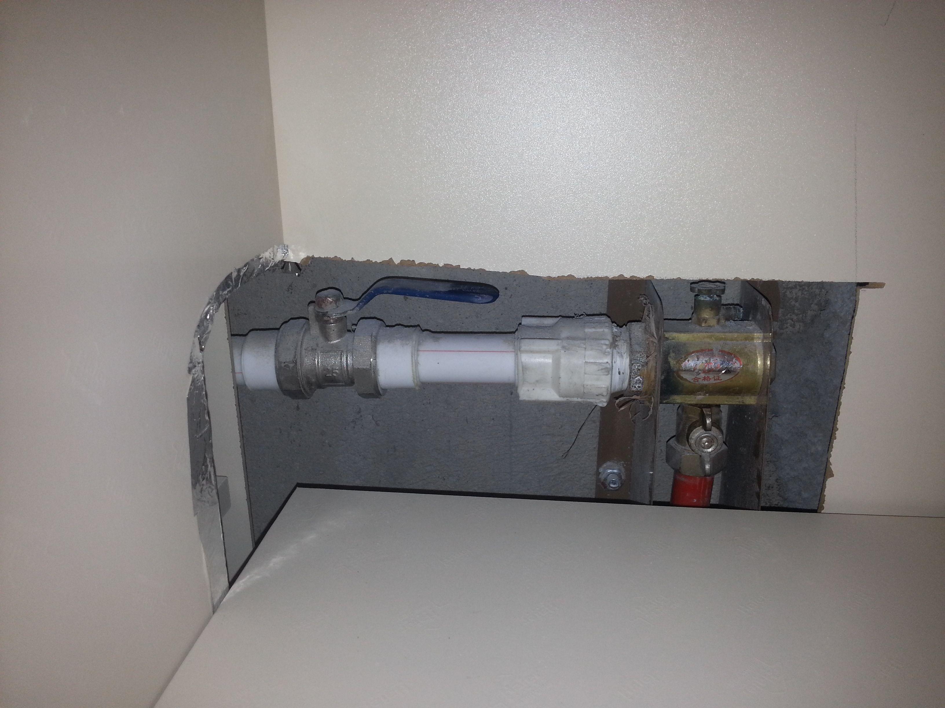 谁能帮我看看我家的地暖阀门是开的还是关的啊?图片