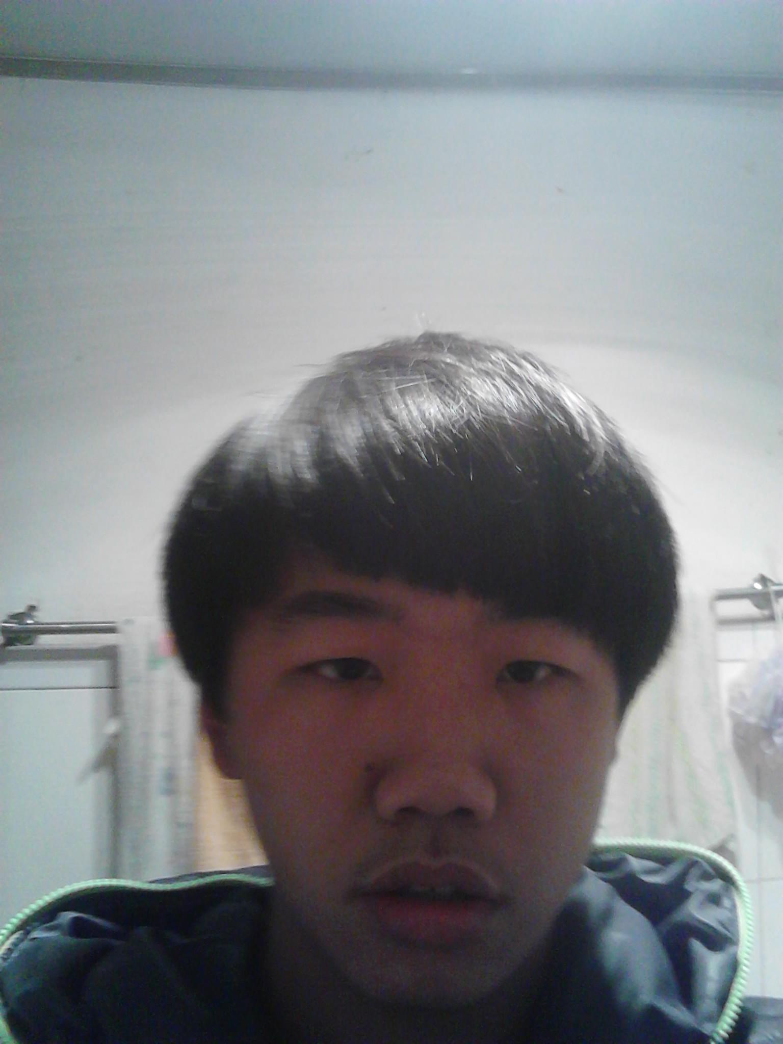 鬓发开始留长了别人都说难看这发型,要过年了我想去把两边都推掉,然后图片