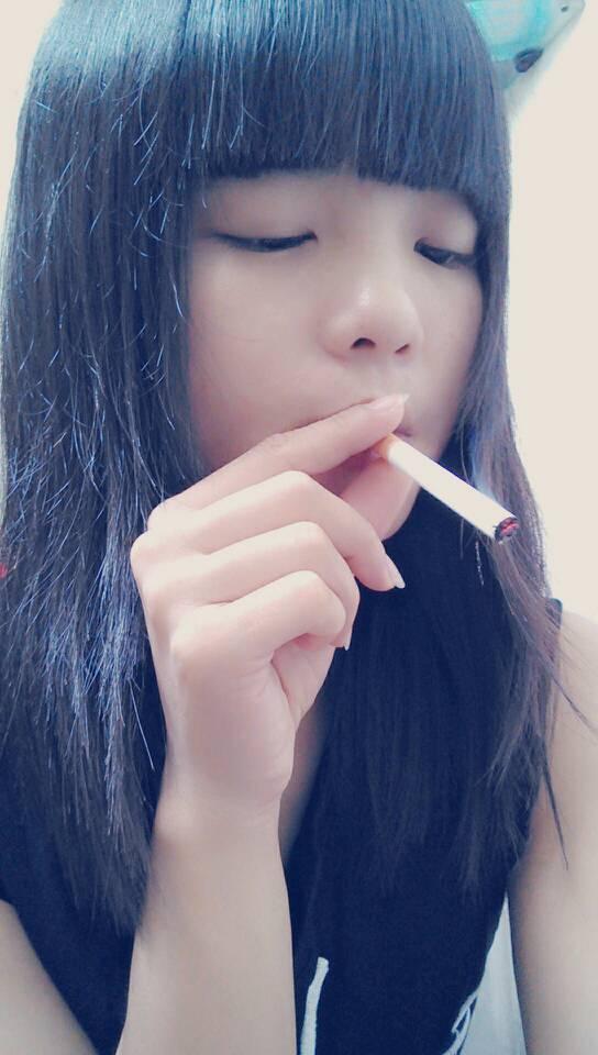 抽烟的女生多了去了 但是