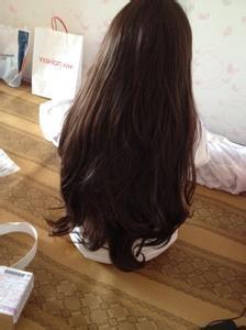 女生长卷发发型图片背影