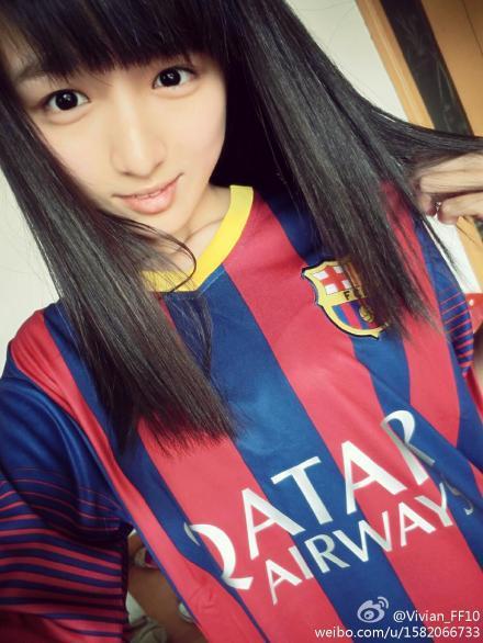 穿足球队服的女生头像 竖
