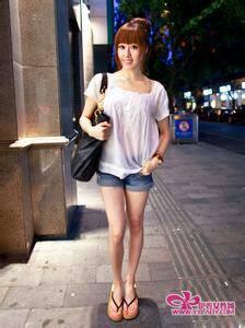 求超短裤美女图片