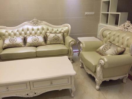 金黄色壁纸配什么颜色家具