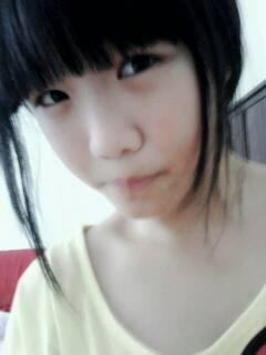 求14岁左右的小美女穿小背心照片