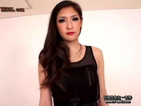 谁知道这个美女叫什么名字?