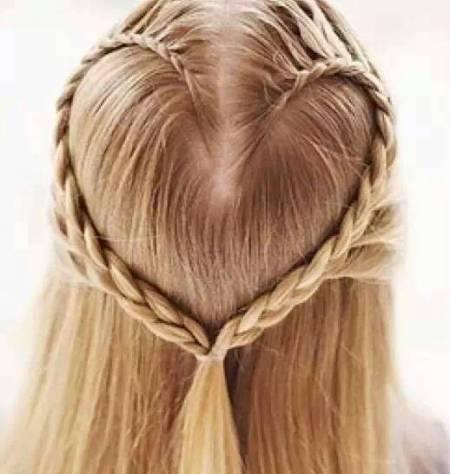 我是小孩,11岁,请问怎样扎辫子比较好看?我的头发只有图片