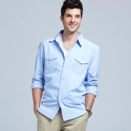 色配天蓝色好看吗_藏青色裤子配天蓝色衬衫好看吗就颜色搭配
