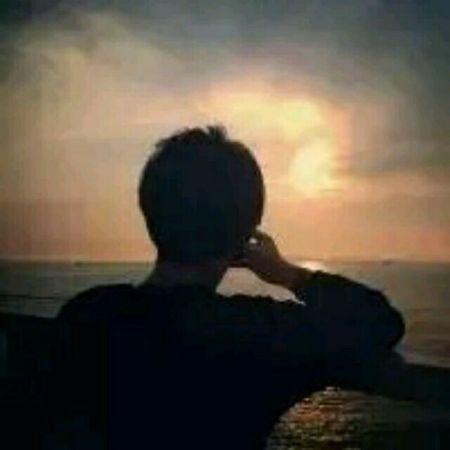 头像夕阳海边背影
