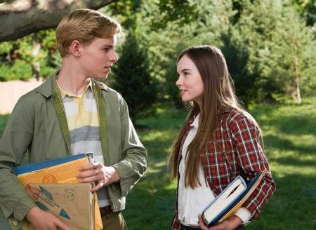 美国青春爱情电影一个女孩喜欢邻居家男孩默默关注