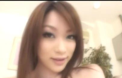 有谁知道下面这个图片中的美女叫什么名字?