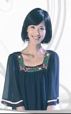 林宛瑜 赵霁 在饰演爱情公寓里片尾曲里的衣服网上在哪有高清图片