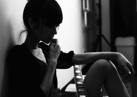 非主流小窝欧美女生唯美伤感黑色图片