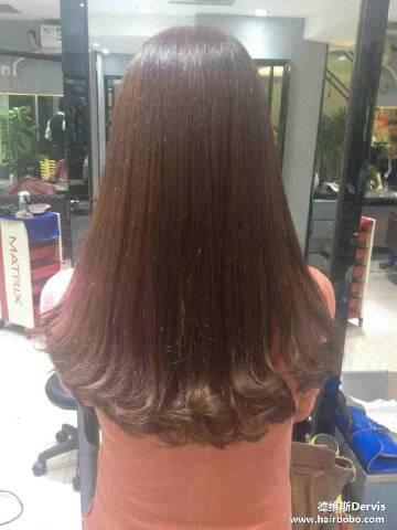 我想去理发店把头发发梢部分做卷,不要卷的太明显,大概要多少钱?图片