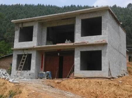这个房子怎样装修才好看,用什么颜色瓷砖才好看?请师傅帮帮.