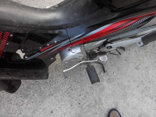 我的豪爵110摩托车发动机上面一个螺丝打开里面是空的
